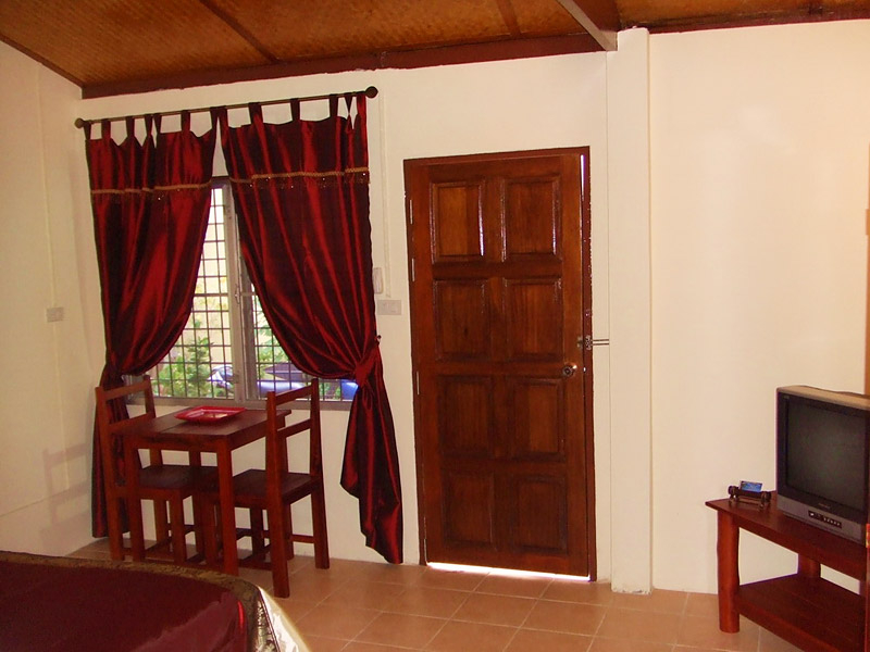 A lovely room and so close to  Rawai Beach!