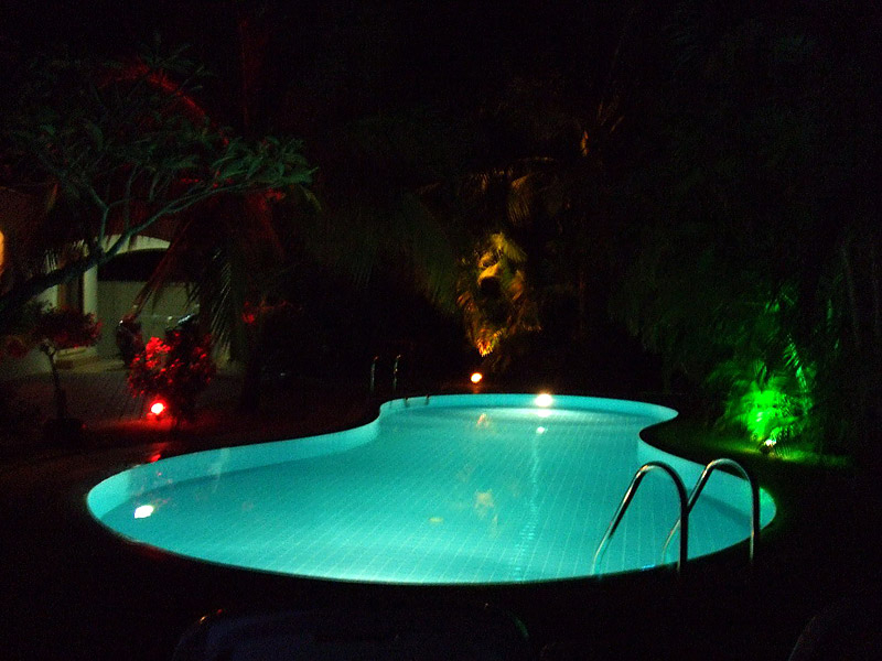 The Gardens and Pools are  stunning at night time!