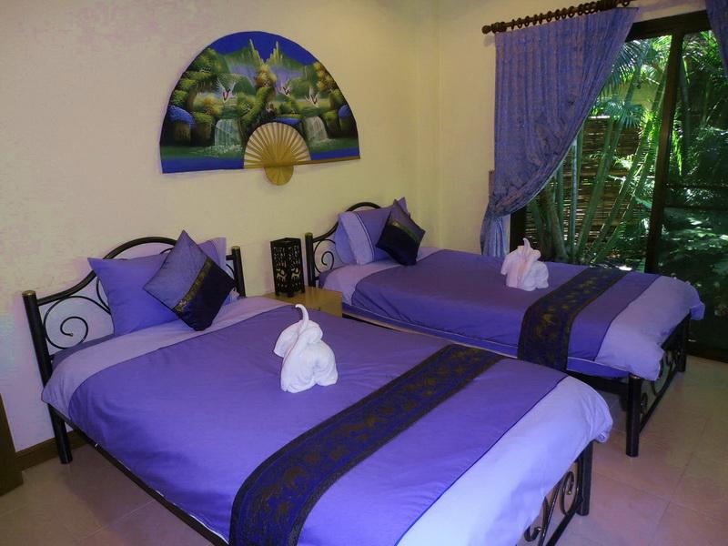 Attractive Twin Bedroom with Patio Doors